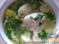 """Фото к рецепту: Суп """"Куриная радость"""" с клецками и цветной капустой"""