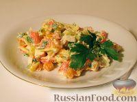 Фото к рецепту: Салат с крабовыми палочками и вареной морковью