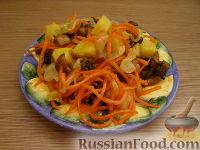 Фото к рецепту: Салат с жареными грибами и корейской морковкой