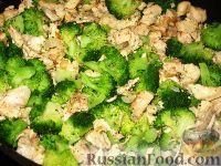 Фото приготовления рецепта: Пирог  с брокколи и курицей - шаг №5