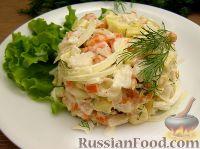 Фото к рецепту: Овощной салат с рыбой и маринованным луком