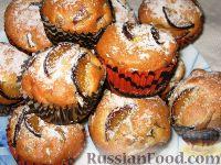 Фото к рецепту: Кексы со сливами