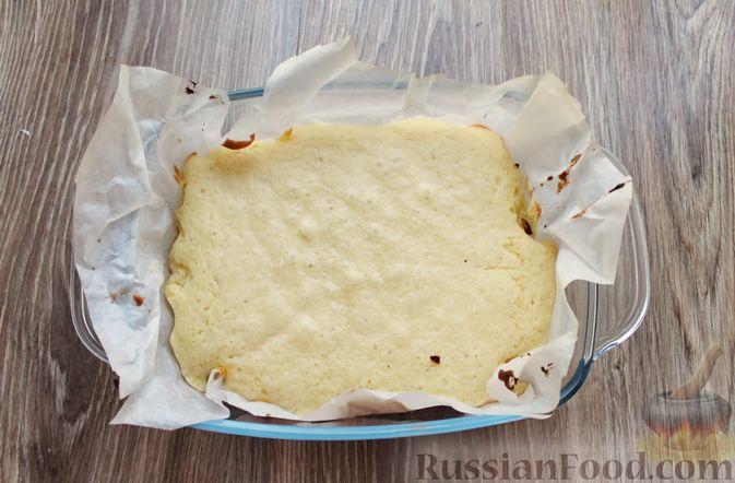 Фото приготовления рецепта: Заливной пирог на молоке, с вареньем - шаг №8