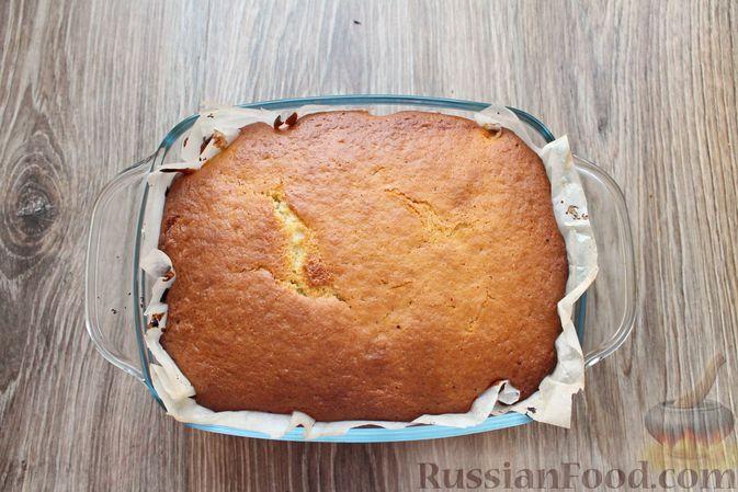 Фото приготовления рецепта: Заливной пирог на молоке, с вареньем - шаг №11