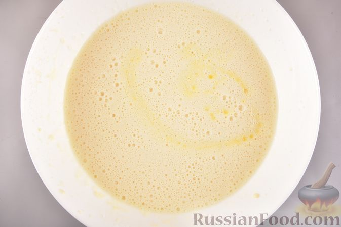 Фото приготовления рецепта: Рулет из запечённого блина с творогом и клюквой - шаг №4