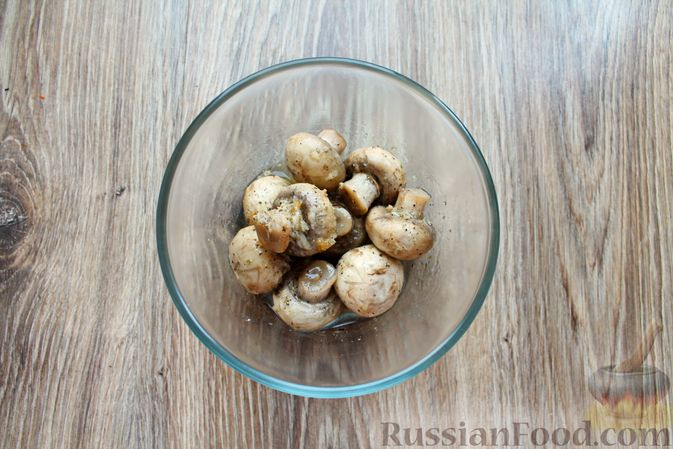 Фото приготовления рецепта: Шампиньоны в панировке, жаренные во фритюре - шаг №7