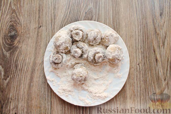 Фото приготовления рецепта: Шампиньоны в панировке, жаренные во фритюре - шаг №9