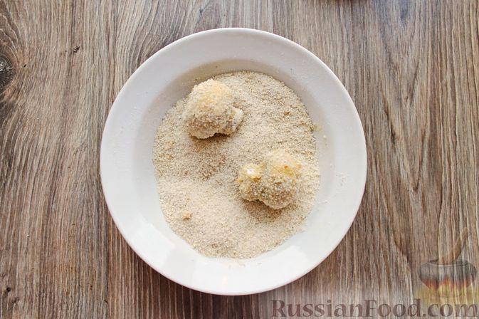 Фото приготовления рецепта: Шампиньоны в панировке, жаренные во фритюре - шаг №11
