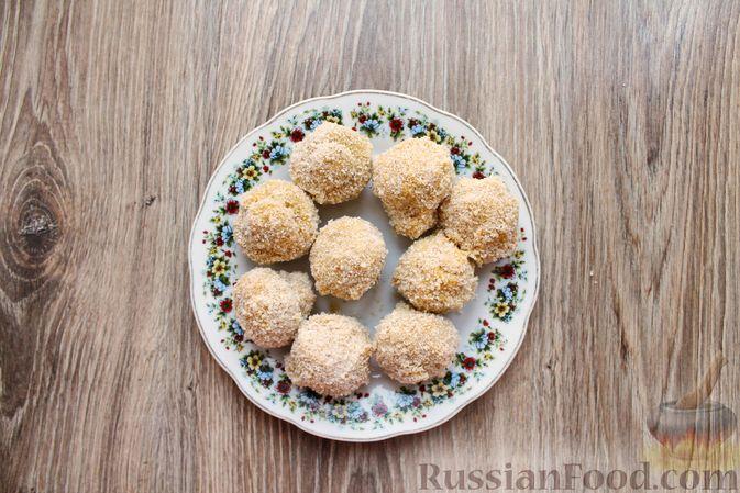 Фото приготовления рецепта: Шампиньоны в панировке, жаренные во фритюре - шаг №13