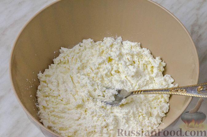 Фото приготовления рецепта: Пирог из творожного теста с мясным фаршем, куриной печенью, грибами и овощами - шаг №2