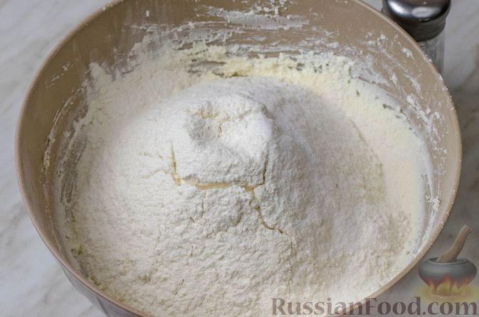 Фото приготовления рецепта: Пирог из творожного теста с мясным фаршем, куриной печенью, грибами и овощами - шаг №5