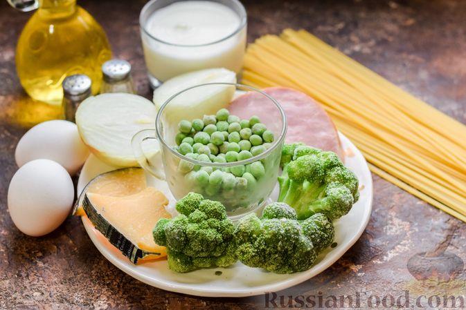 Фото приготовления рецепта: Запеканка из лапши с брокколи, зелёным горошком, беконом и сыром - шаг №1