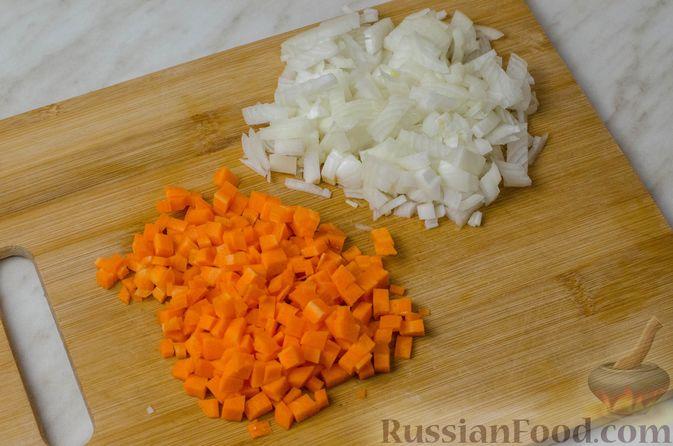 Фото приготовления рецепта: Пирог из творожного теста с мясным фаршем, куриной печенью, грибами и овощами - шаг №8