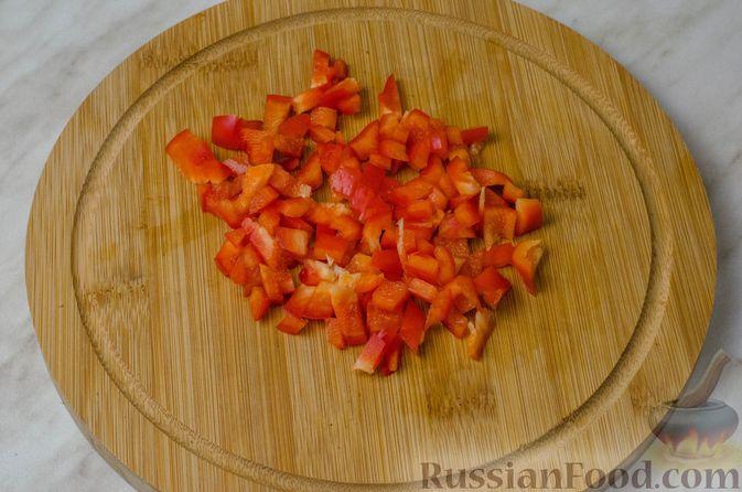 Фото приготовления рецепта: Пирог из творожного теста с мясным фаршем, куриной печенью, грибами и овощами - шаг №9