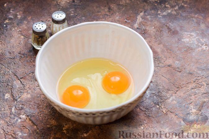 Фото приготовления рецепта: Запеканка из лапши с брокколи, зелёным горошком, беконом и сыром - шаг №7