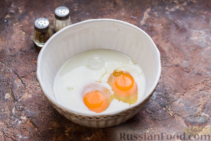 Фото приготовления рецепта: Запеканка из лапши с брокколи, зелёным горошком, беконом и сыром - шаг №8