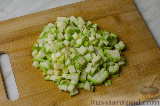 Фото приготовления рецепта: Пирог из творожного теста с мясным фаршем, куриной печенью, грибами и овощами - шаг №13
