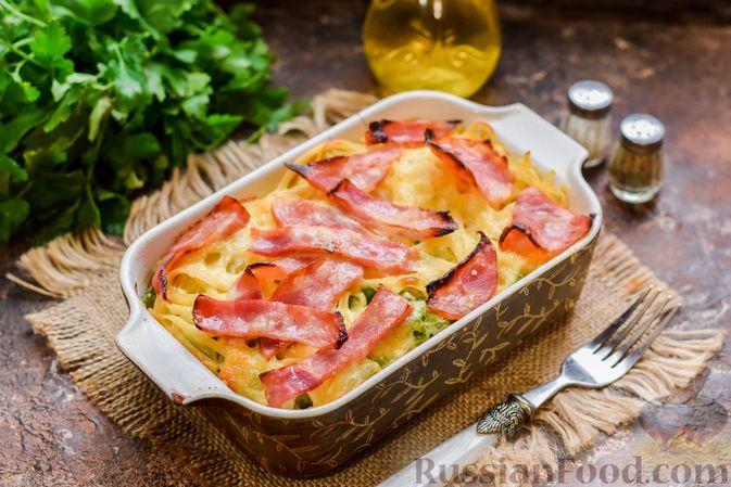 Фото приготовления рецепта: Запеканка из лапши с брокколи, зелёным горошком, беконом и сыром - шаг №16