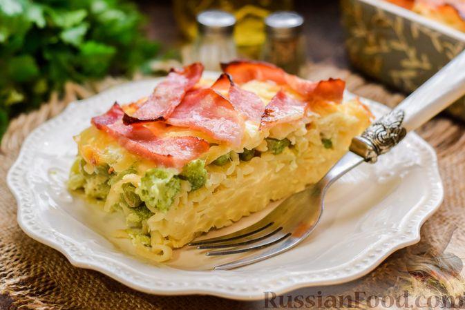 Фото приготовления рецепта: Запеканка из лапши с брокколи, зелёным горошком, беконом и сыром - шаг №17
