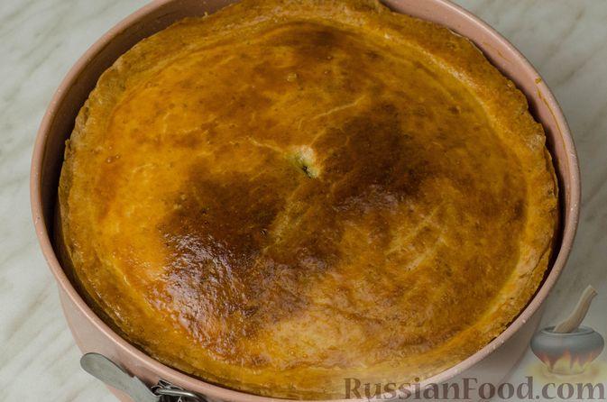 Фото приготовления рецепта: Пирог из творожного теста с мясным фаршем, куриной печенью, грибами и овощами - шаг №29