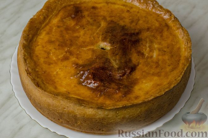 Фото приготовления рецепта: Пирог из творожного теста с мясным фаршем, куриной печенью, грибами и овощами - шаг №30