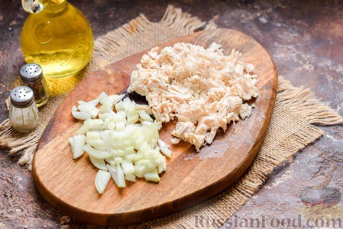 Фото приготовления рецепта: Слоёные рулетики с курицей - шаг №4