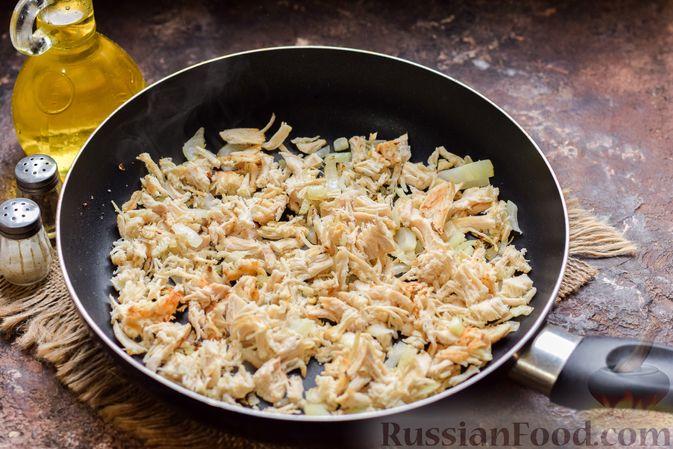 Фото приготовления рецепта: Слоёные рулетики с курицей - шаг №5