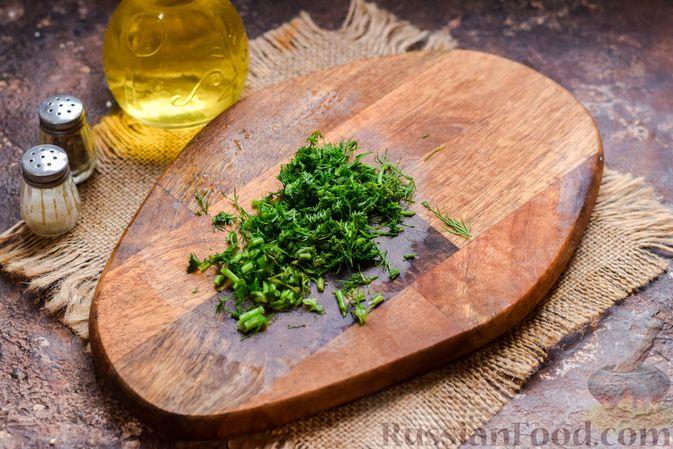 Фото приготовления рецепта: Шампиньоны с творожным сыром и зеленью, запечённые в беконе - шаг №5
