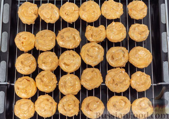 Фото приготовления рецепта: Шампиньоны, запечённые с майонезом и пряностями - шаг №6