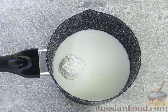 Фото приготовления рецепта: Шоколадный бисквитный рулет c бананами и кремом из сливочного сыра - шаг №15