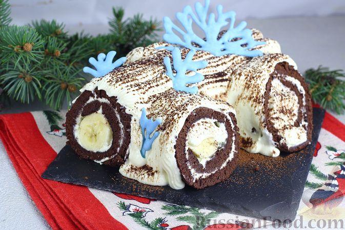 Фото приготовления рецепта: Шоколадный бисквитный рулет c бананами и кремом из сливочного сыра - шаг №27
