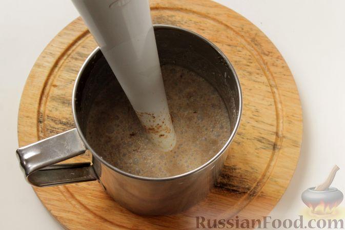 Фото приготовления рецепта: Блинчики из ржаного хлеба - шаг №4