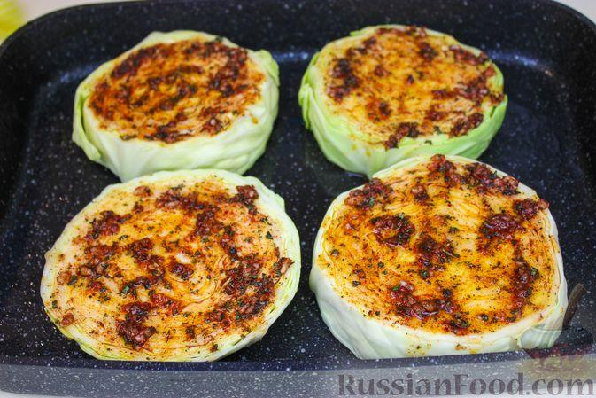 Фото приготовления рецепта: Запечённая капуста с грибами - шаг №3