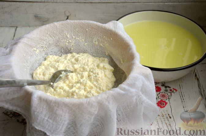 Фото приготовления рецепта: Творожный сыр из молока и кефира - шаг №5