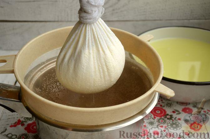 Фото приготовления рецепта: Творожный сыр из молока и кефира - шаг №6