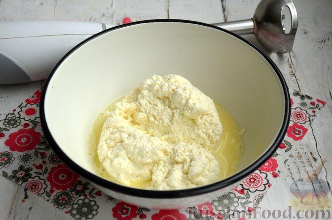 Фото приготовления рецепта: Творожный сыр из молока и кефира - шаг №8