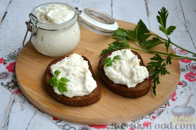 Фото приготовления рецепта: Творожный сыр из молока и кефира - шаг №12