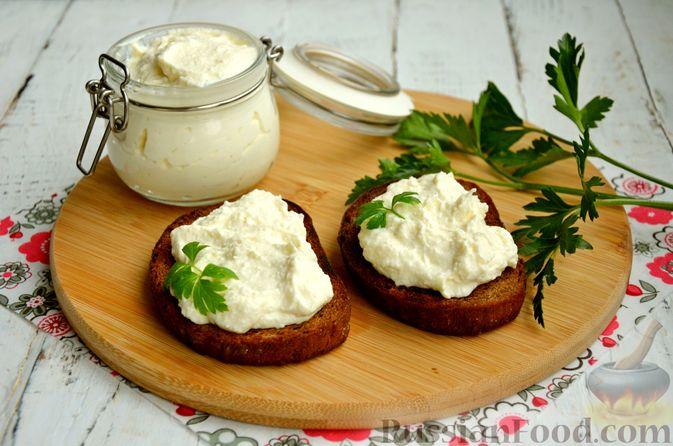 Фото к рецепту: Творожный сыр из молока и кефира