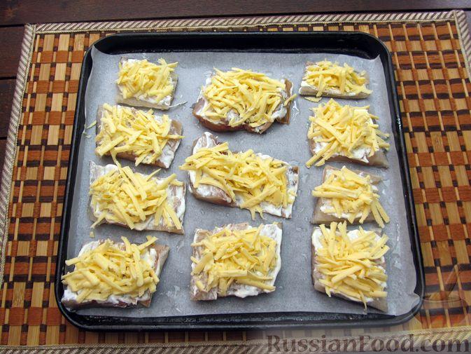 Фото приготовления рецепта: Минтай, запечённый под сыром - шаг №5