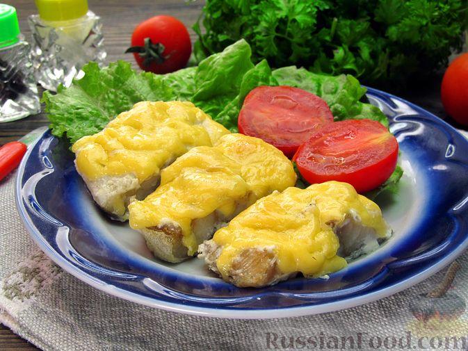 Фото приготовления рецепта: Минтай, запечённый под сыром - шаг №7
