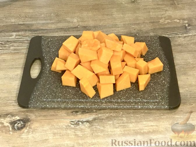 Фото приготовления рецепта: Тыквенный кекс с начинкой из сливочного сыра - шаг №2