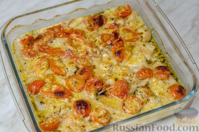 Фото приготовления рецепта: Треска, запечённая с помидорами черри, в белом вине и сливках - шаг №10