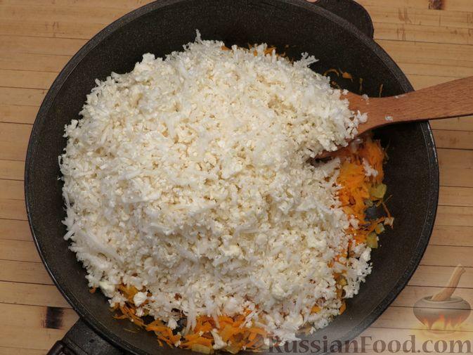 Фото приготовления рецепта: Тушёная цветная капуста с грибами - шаг №5