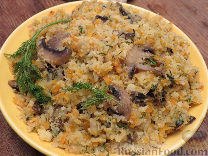 Фото приготовления рецепта: Тушёная цветная капуста с грибами - шаг №10