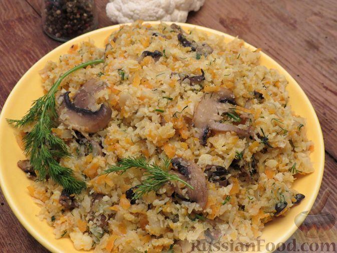 Фото к рецепту: Тушёная цветная капуста с грибами