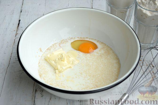 Фото приготовления рецепта: Сдобные булочки с яблоками и штрейзелем - шаг №2