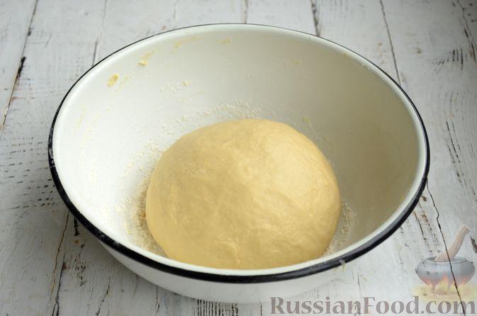 Фото приготовления рецепта: Сдобные булочки с яблоками и штрейзелем - шаг №5