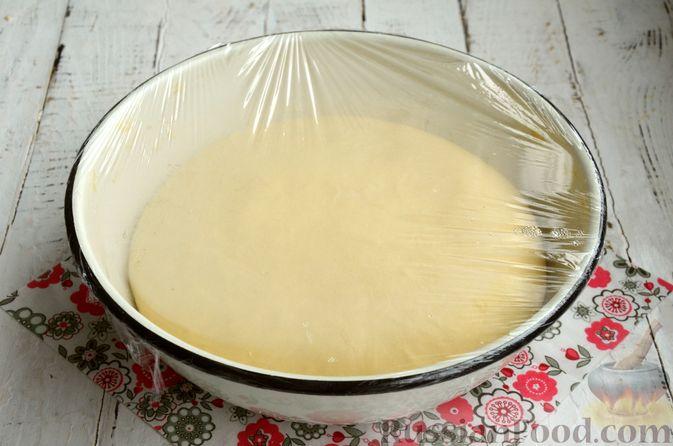 Фото приготовления рецепта: Сдобные булочки с яблоками и штрейзелем - шаг №9