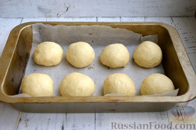 Фото приготовления рецепта: Сдобные булочки с яблоками и штрейзелем - шаг №10