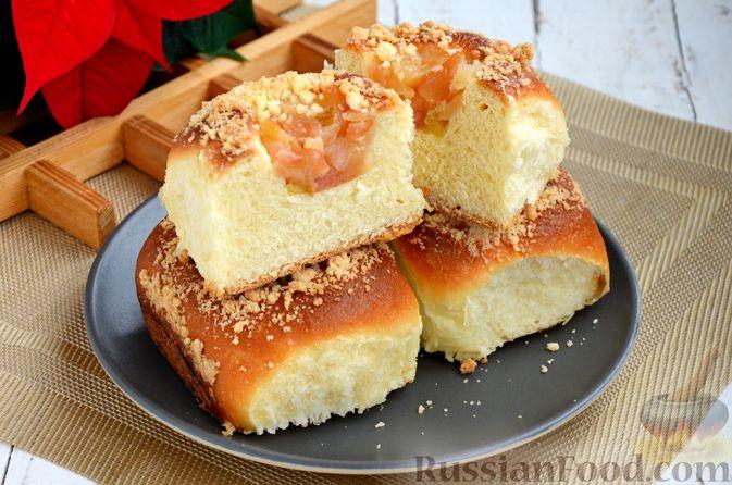 Фото приготовления рецепта: Сдобные булочки с яблоками и штрейзелем - шаг №18